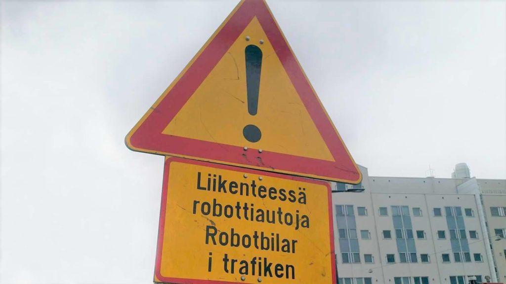 Varoituskyltti robottiautoista,